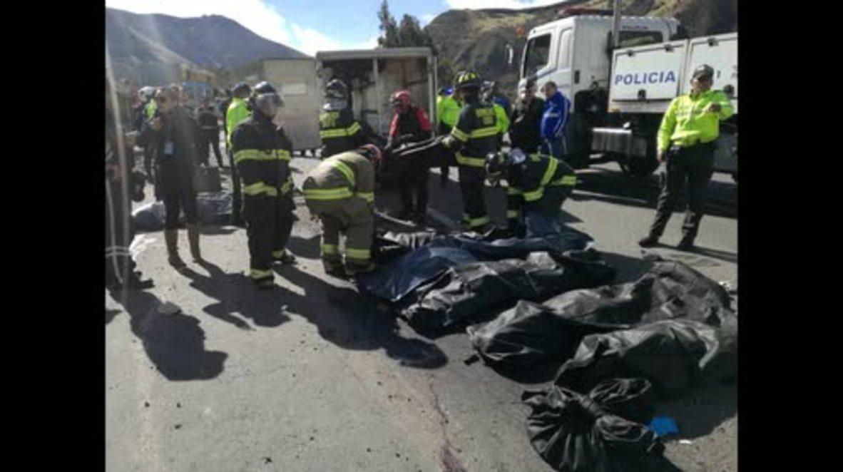 Ecuador: Cadáveres en el lugar del accidente cerca de Quito * FOTOGRAFÍAS *