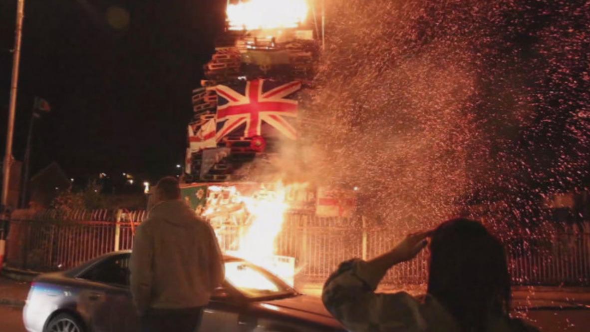 Reino Unido: Cientos asisten a la quema de banderas británicas e israelíes en Derry