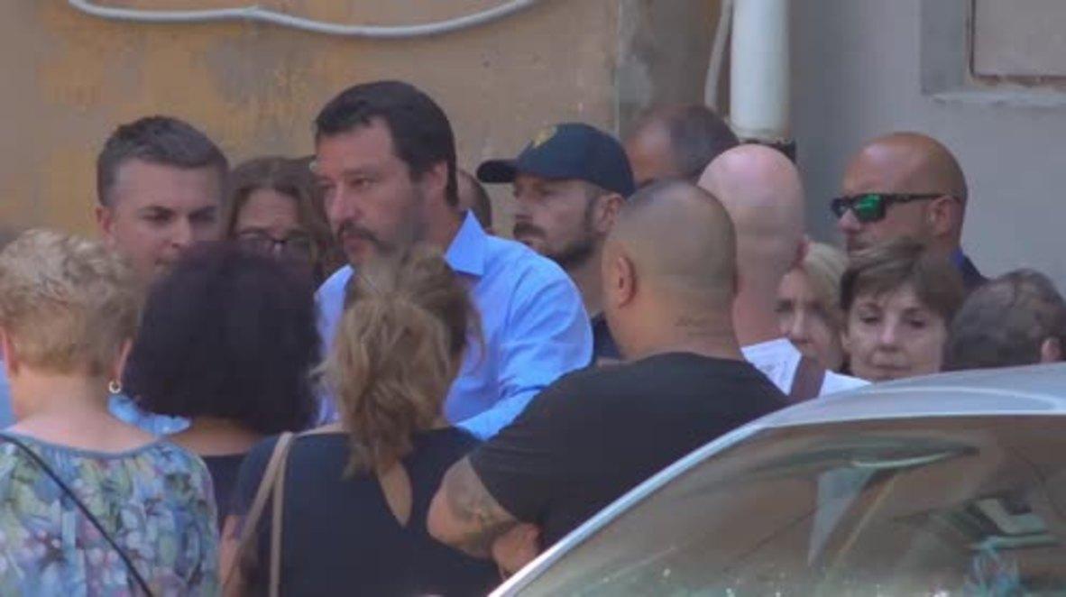Italia: Salvini visita la morgue de Génova mientras que las autoridades locales prometen nuevas casas