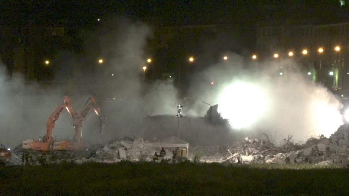 Italia: Excavadoras derriban la parte insegura del puente de Génova