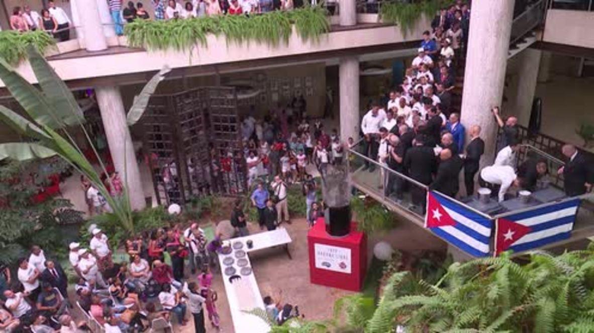 Cuba: Bartenders mix world's largest Cuba Libre in Havana