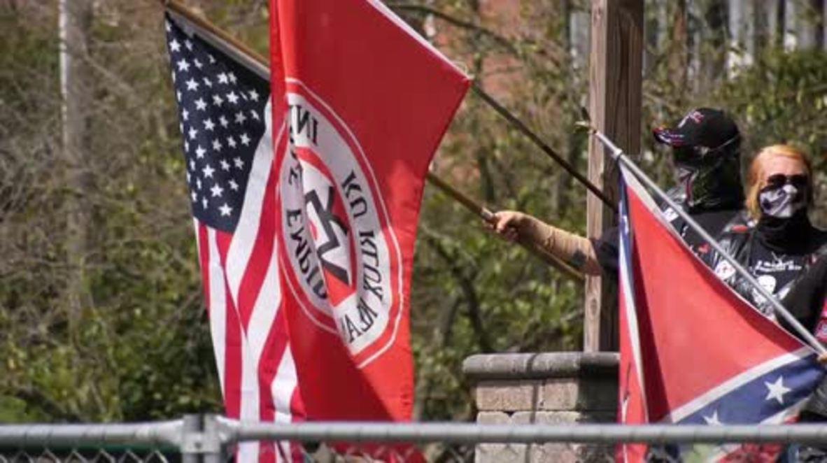USA: Counter-protest dwarfs 15-strong Ku Klan Klan rally in Indiana