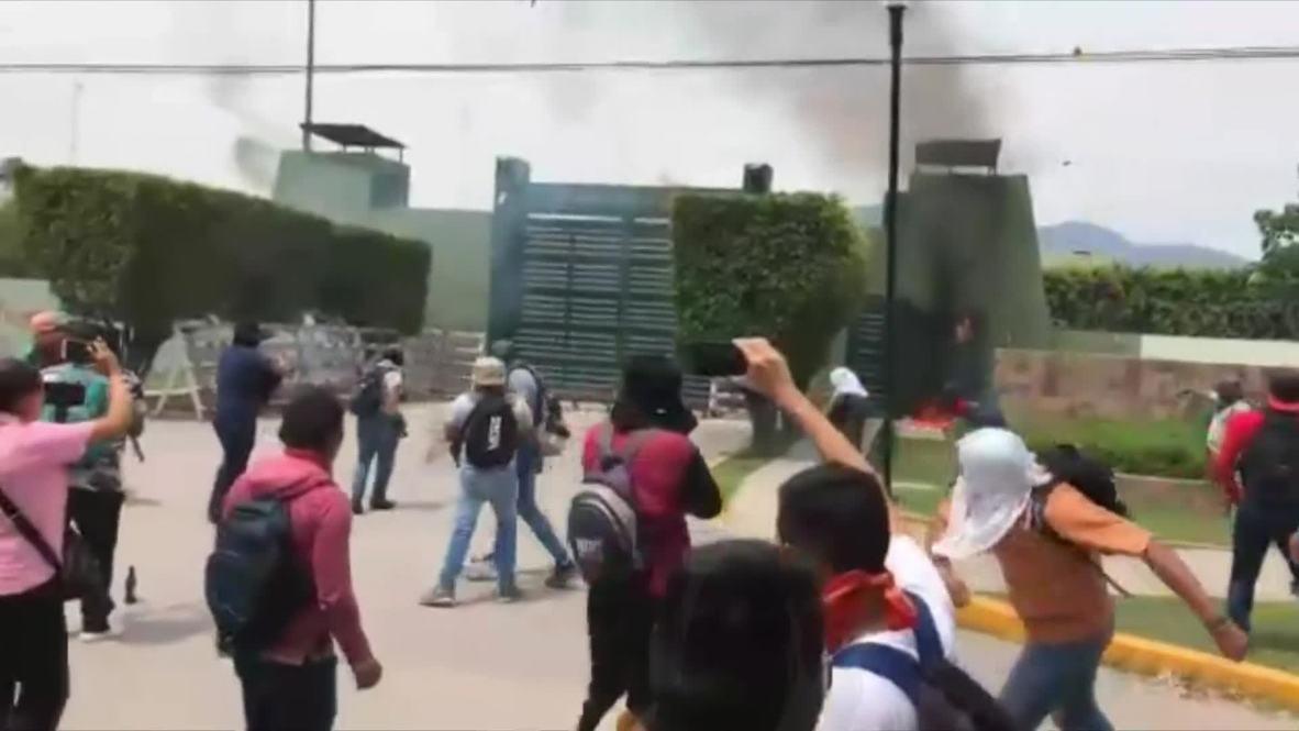 México: Atacan un cuartel militar mexicano durante las protestas por los 43 estudiantes desaparecidos