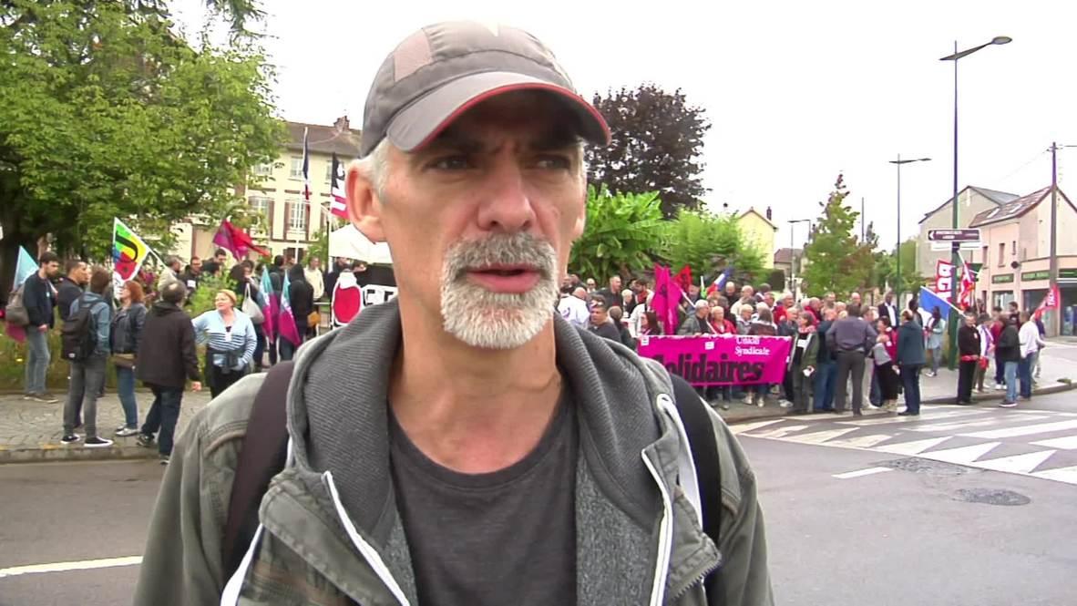 Francia: Manifestantes marchan contra la visita de Marine le pen a su localidad