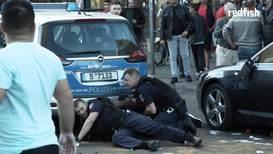 Alemania: Policía de Berlín golpea brutalmente a un hombre negro desarmado