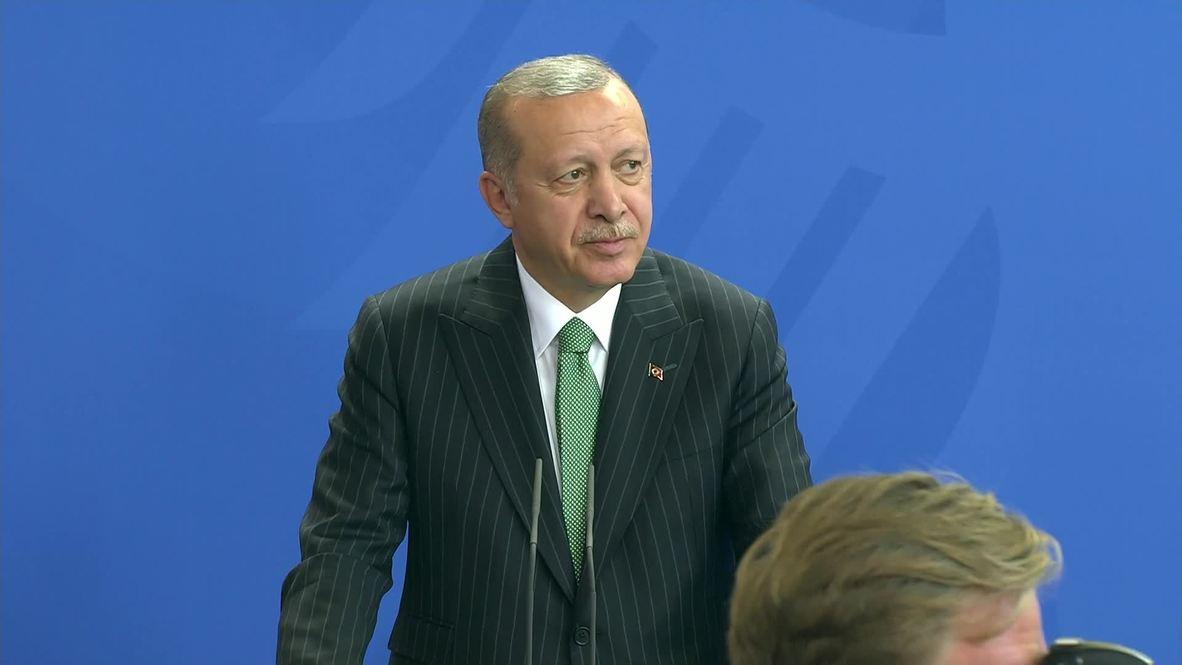 Germany: Heckler dragged out of Erdogan-Merkel presser