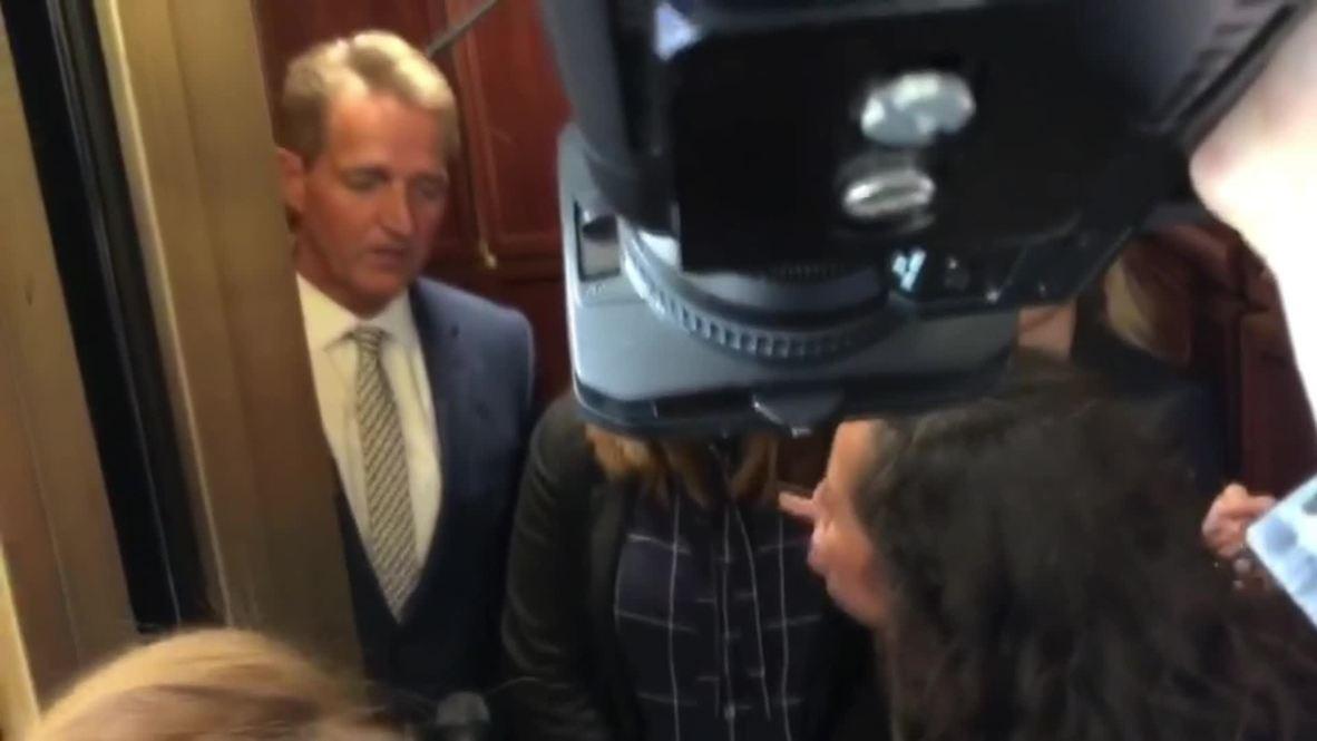 USA: Republican senator cornered in lift over Kavanaugh confirmation