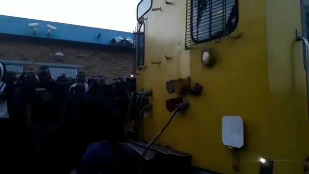 Sudáfrica: Al menos 320 heridos tras un choque entre trenes