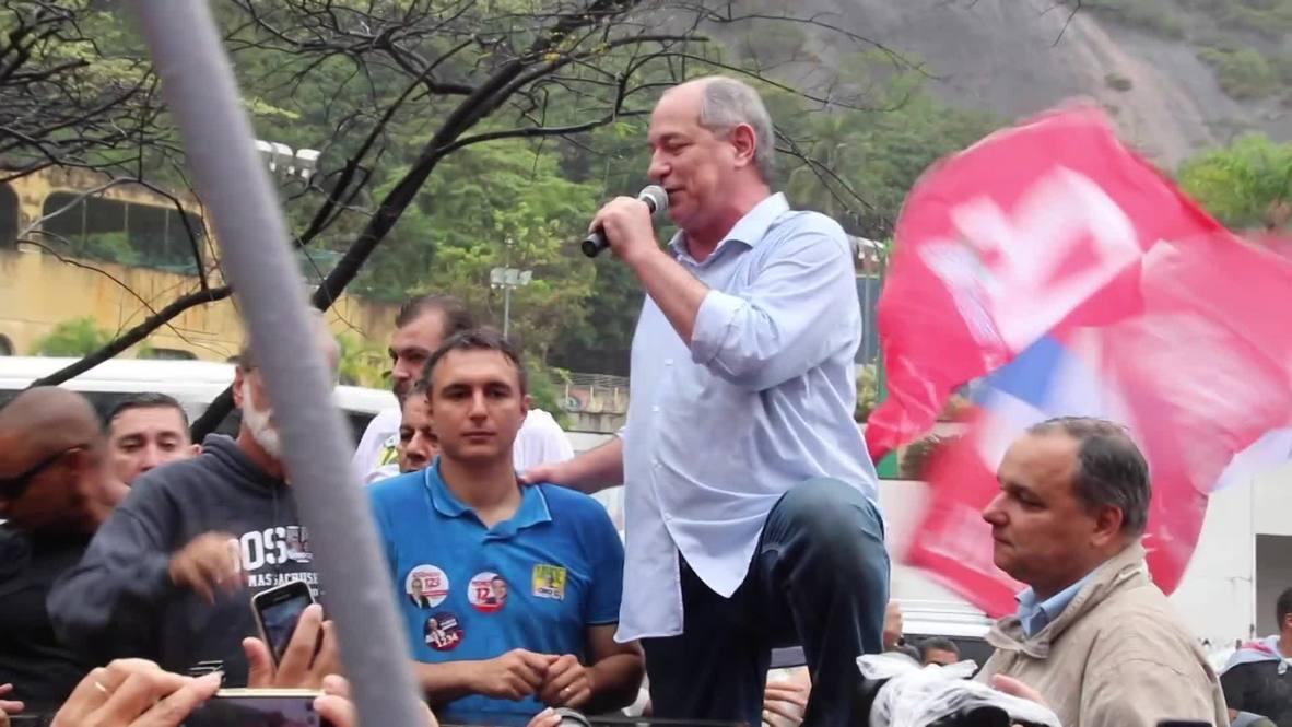 Brasil: Ciro Gomes se reúne con sus partidarios en una favela de Río antes de la votación presidencial