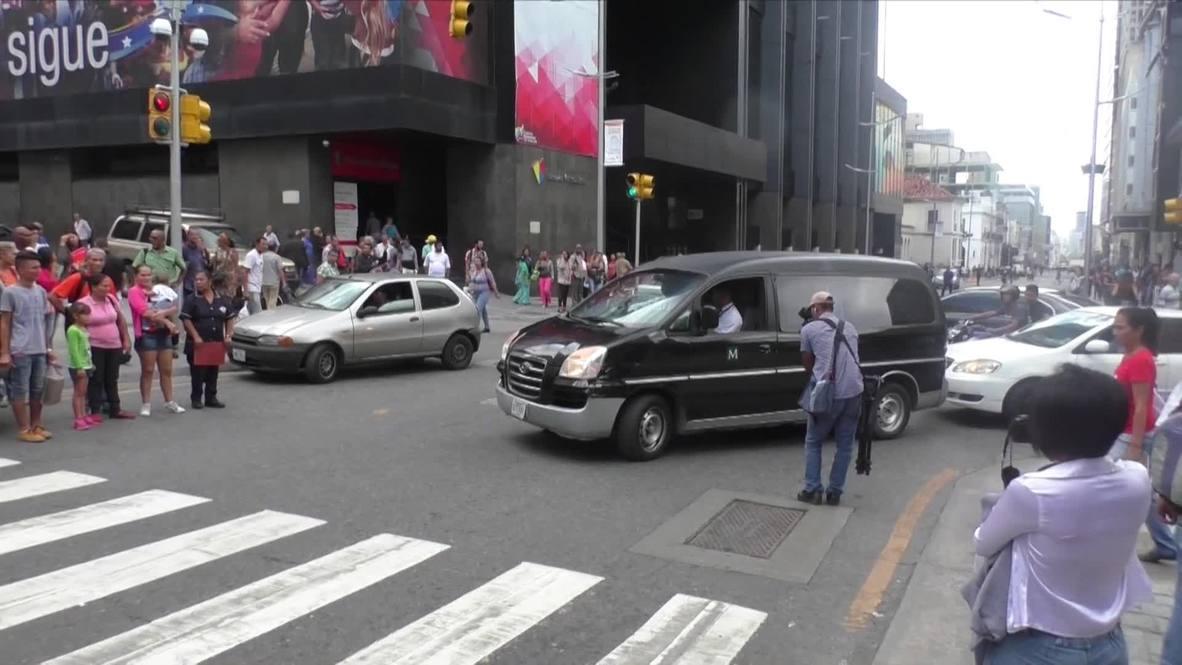 Venezuela: Los dolientes muestran sus respetos al político opositor que murió bajo custodia policial en Caracas