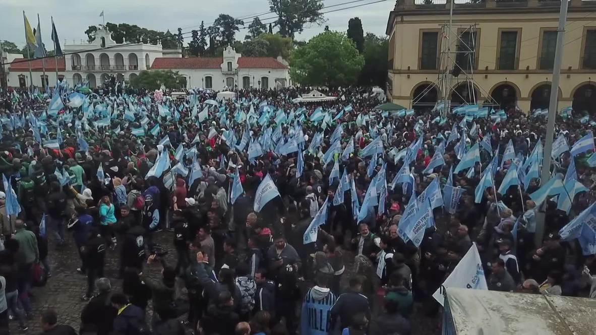 """Argentina: Cientos de miles de personas se unen en una misa para pedir """"paz, pan y trabajo"""