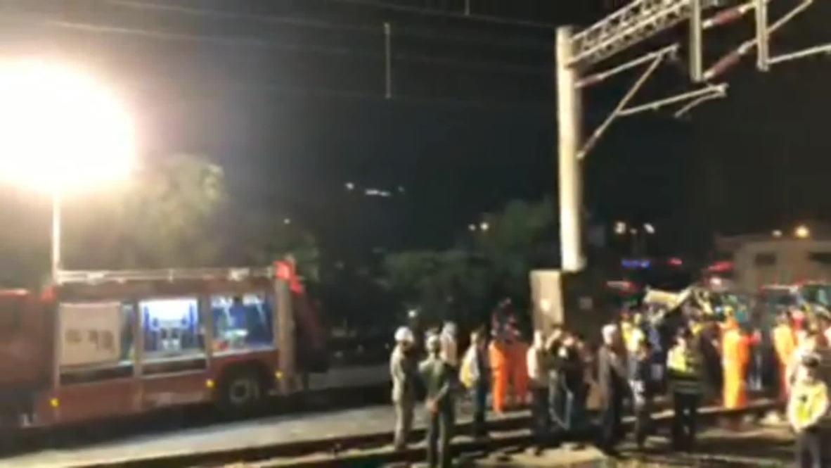 Taiwán: Continúan los trabajos de rescate tras el mortal descarrilamiento del tren