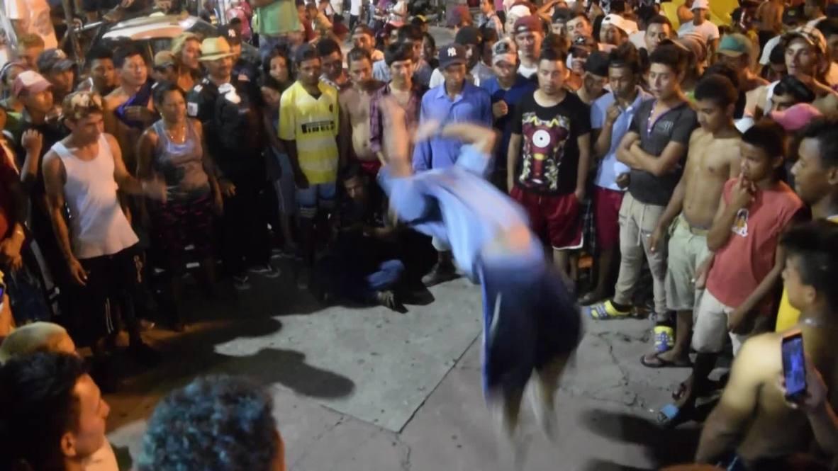 Mexico: Migrant caravan dance the night away ahead of journey northward