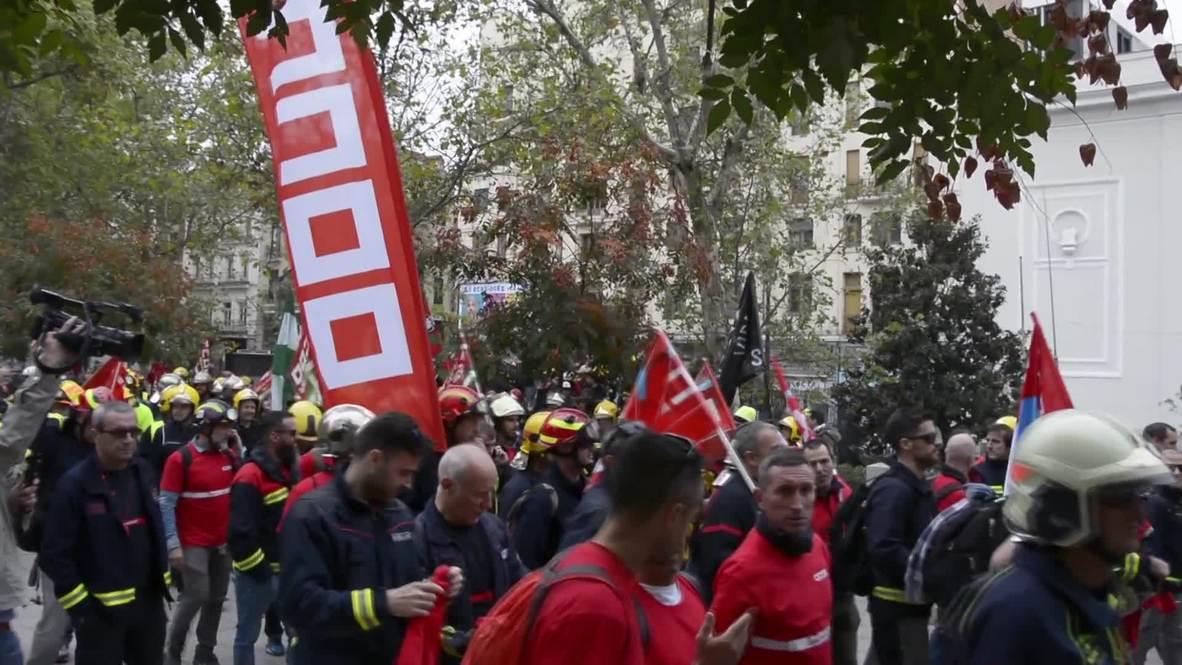 España: Bomberos marchan para exigir mejores condiciones de trabajo