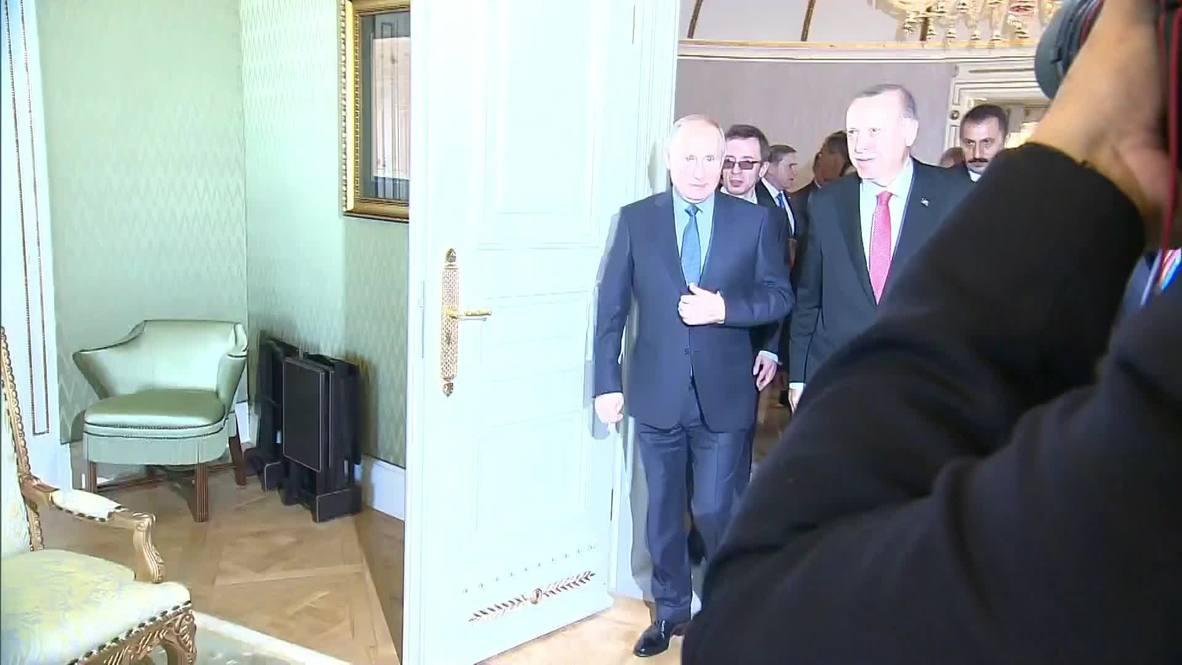 Turkey: Putin and Erdogan meet at Syria summit in Istanbul
