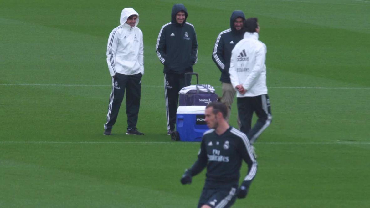 España: El entrenador interino Santiago Solari celebra su primera sesión de entrenamiento con el Real Madrid