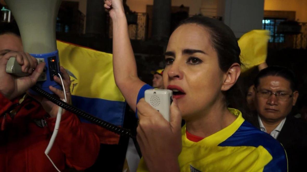 Ecuador: Protesters call on Moreno to revoke citizenship from Julian Assange