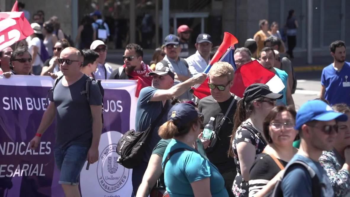 Chile: Trabajadores marchan en Santiago durante una huelga nacional