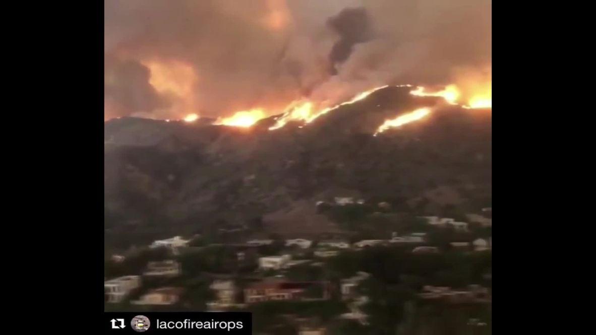 USA: Malibu homes burn as deadly California  wildfires spread