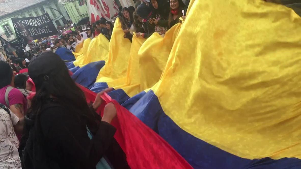 Ecuador: Manifestación estudiantil por recortes presupuestarios en educación superior en Quito