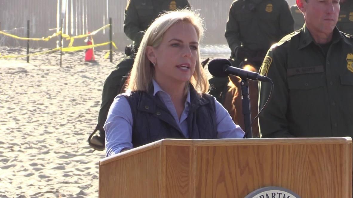 """EE.UU.: """"La crisis es real y está justo fuera de este muro"""" - Secretaria de Seguridad Nacional sobre la caravana migrante"""