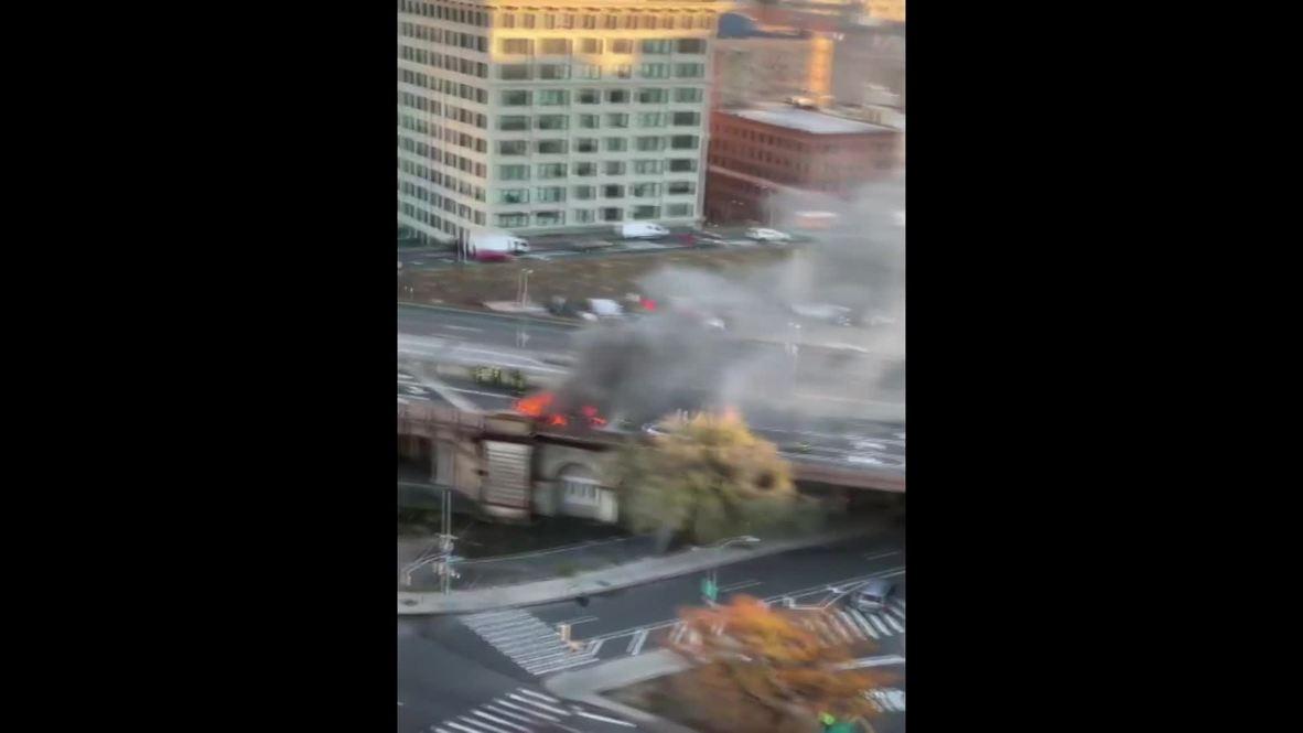 USA: Multiple car collision on Brooklyn Bridge leaves one dead, five injured