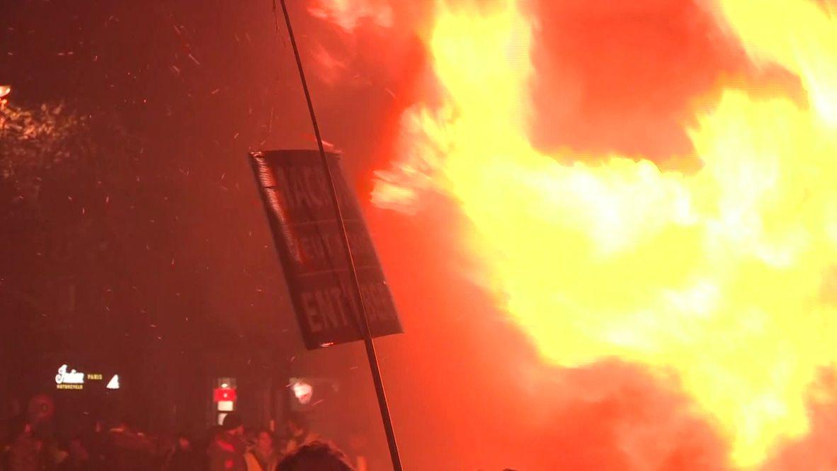 Francia: La tensión continúa en París durante las protestas contra por el aumento de los precios del combustible