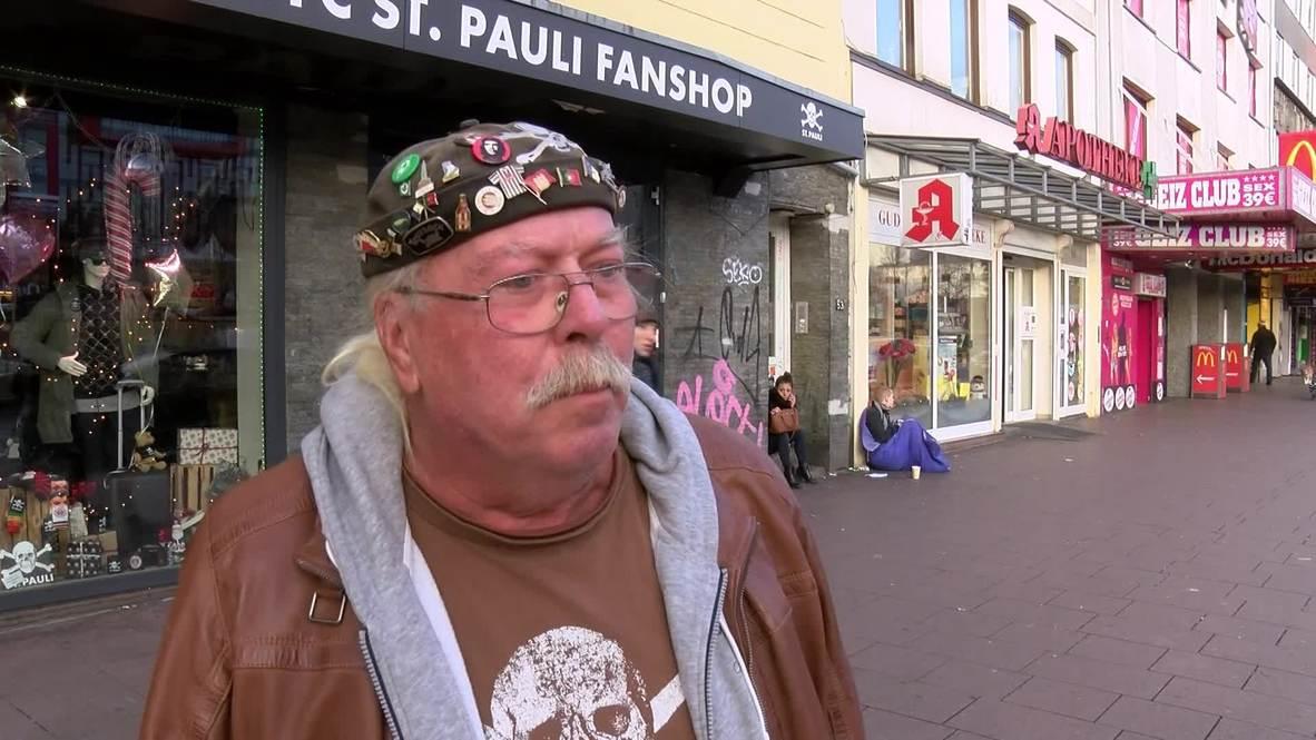 Una tienda del club de fútbol St. Pauli en Hamburgo presentó el lunes su colección de cosmética antifascista.