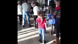 UK: Children lift spirits at Gatwick airport with Christmas carols