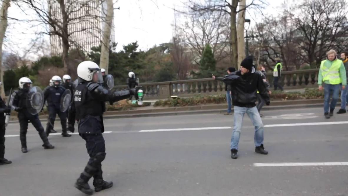 Bélgica: Activistas de los 'chalecos amarillos' se enfrentan a la policía en Bruselas