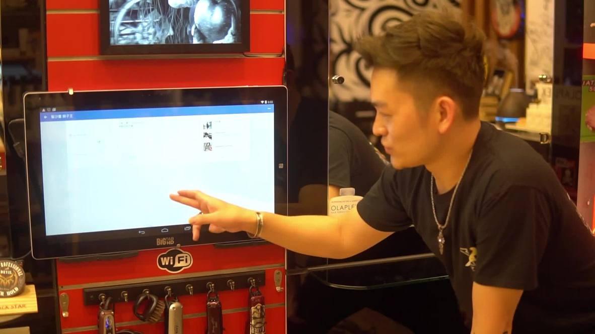 Un estilista taiwanés crea obras de arte con el pelo que le corta a sus clientes