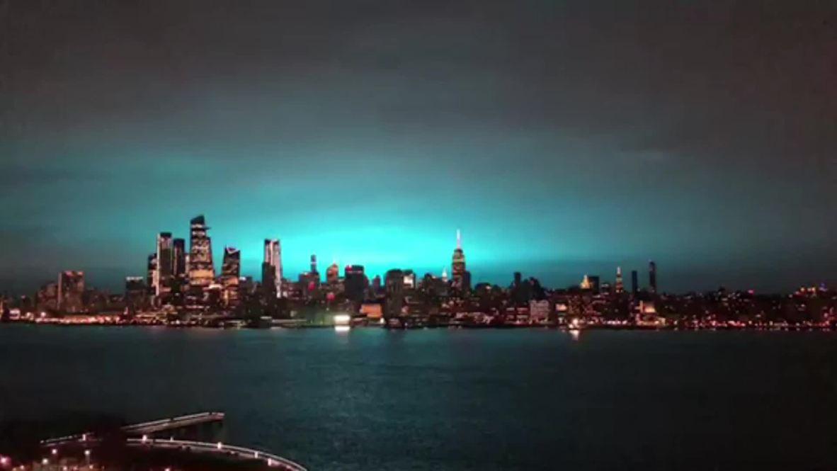 EE.UU.: Una explosión en una planta eléctrica de Queens ilumina el cielo de Nueva York en color azul