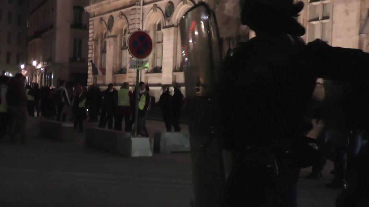 """Francia: Enfrentamientos y gases lacrimógenos en Lyon durante las protestas de los """"chalecos amarillos"""