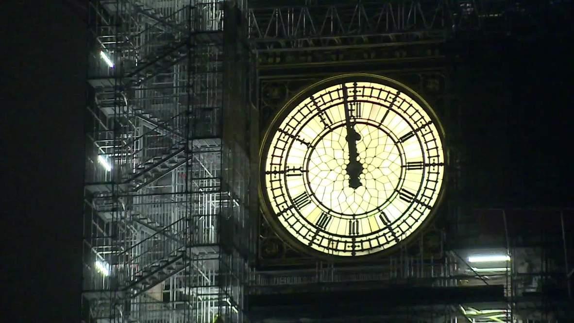 Se ilumina el cielo nocturno de Londres durante las celebraciones de Año Nuevo