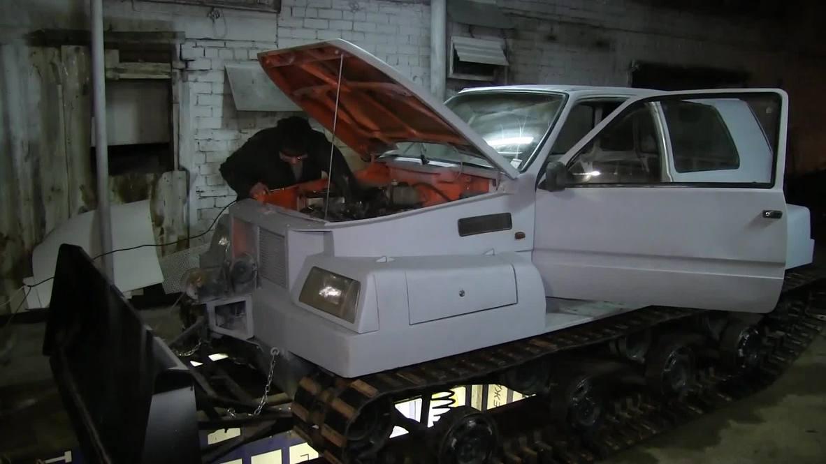 Un pensionista de Perm convierte su coche en un tanque