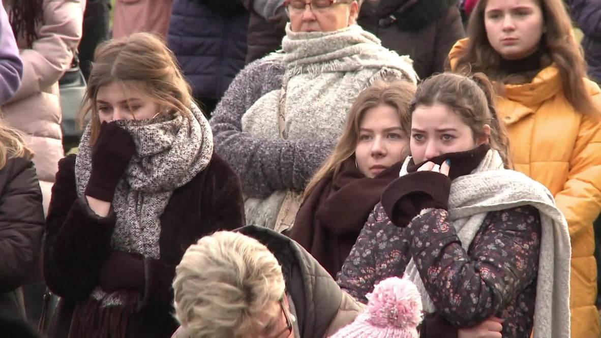 """Polonia: Celebran los funerales de los jóvenes muertos en un incendio en una """"Escape Room"""