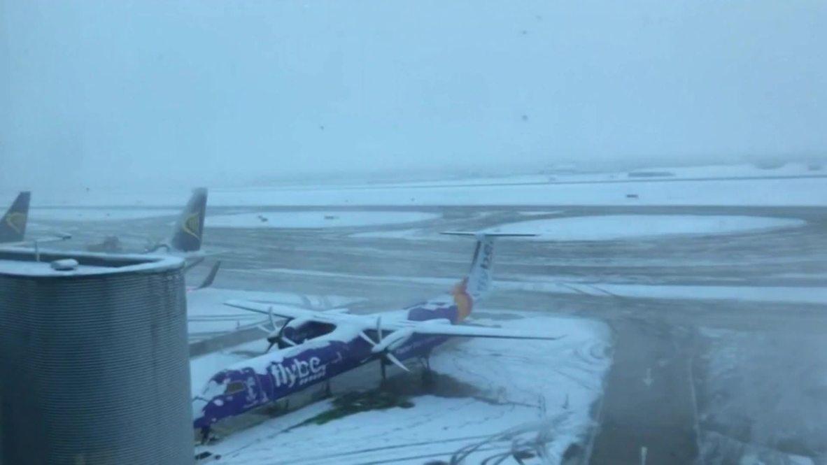 UK: Runways shut as snow blankets Manchester
