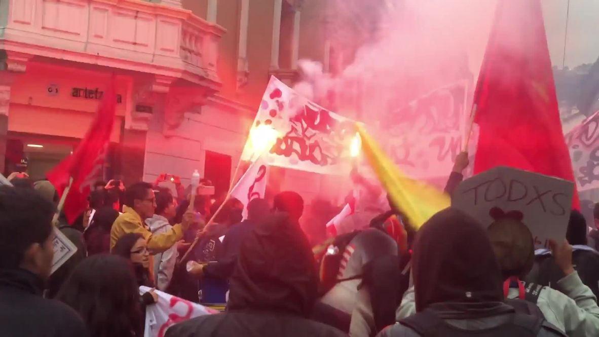 Ecuador: Manifestantes protestan contra las privatizaciones y los despidos propuestos por Moreno