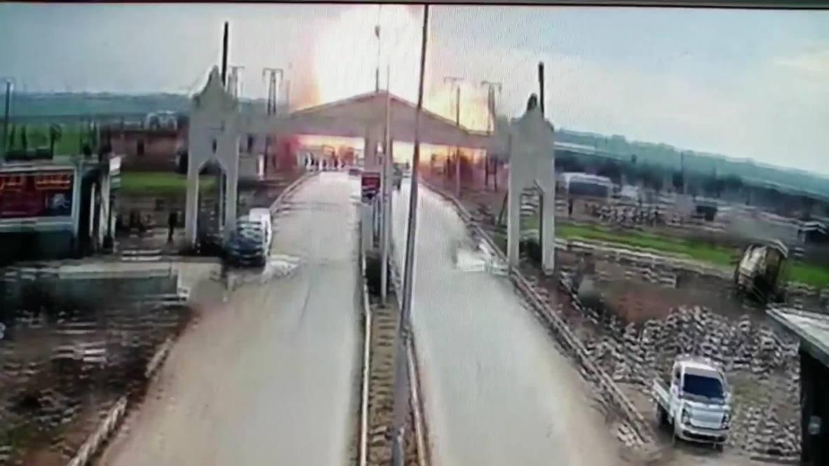 Turquía: Siete heridos tras explosión de coche bomba en puesto de control sirio cerca del cruce fronterizo con Turquía