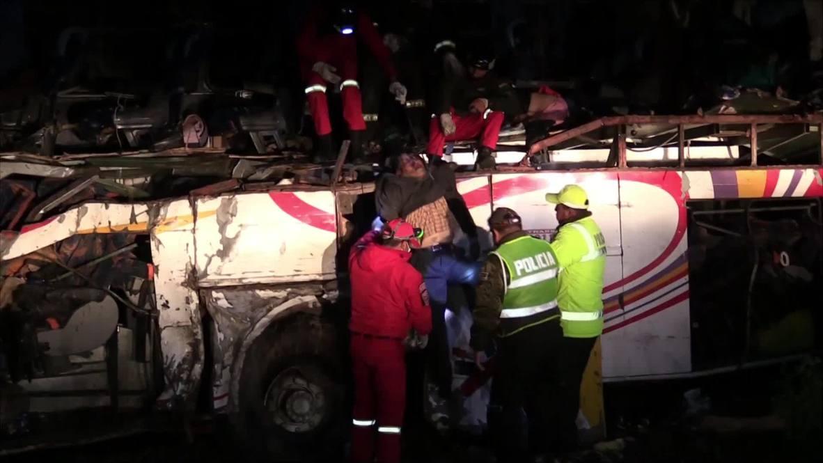 Bolivia: 24 personas muertas tras colisión frontal de un autobús *EXPLÍCITO*