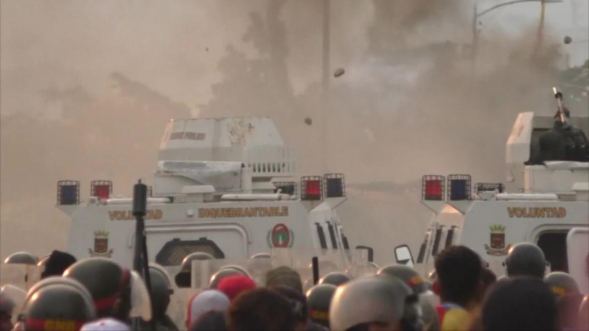 Venezuela: Clashes erupt at Colombian border amid humanitarian aid blockade