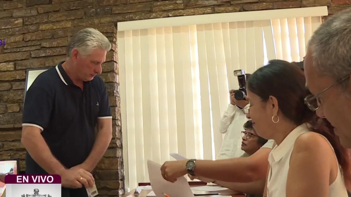 Cuba: El presidente Díaz-Canel vota en referéndum constitucional