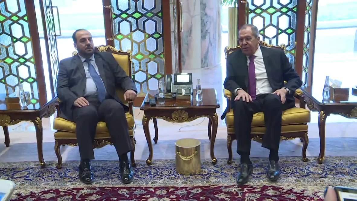 Arabia Saudí: Lavrov se reúne con el líder de la oposición siria en Riad