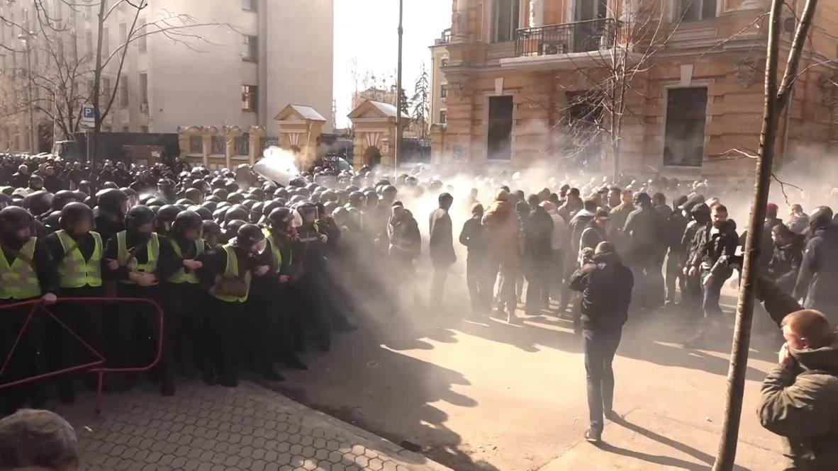 Украина: Антикоррупционные протесты в Киеве разгоняли слезоточивым газом