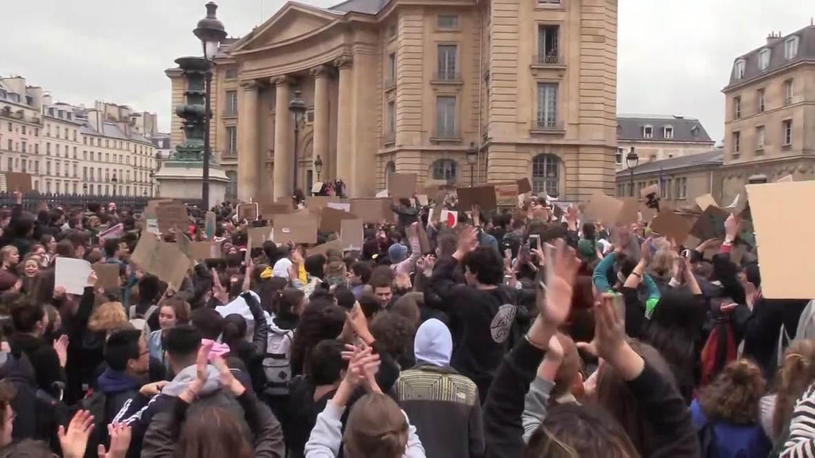 France: 'No Planet B' - Thousands of students join Paris climate change walkout