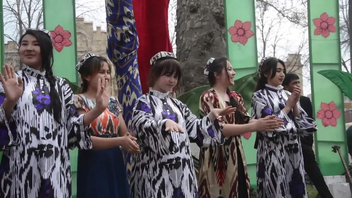 Узбекистан: Сотни людей встретили праздник солнца и весны Навруз