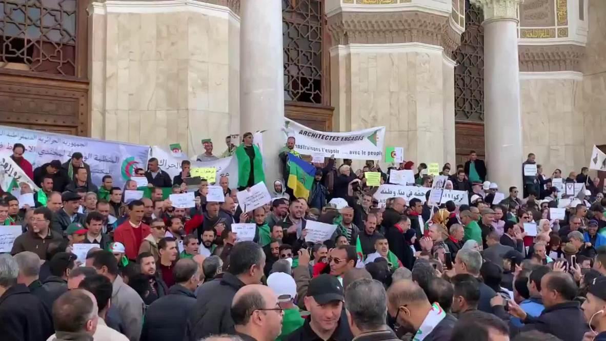 Algeria: Anti-Bouteflika protesters chant slogans against Army Chief Gaid Salah