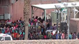 Estados Unidos: Familias migrantes retenidas en la pluma debajo del puente de El Paso