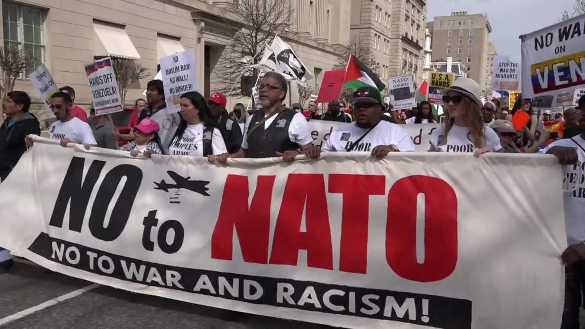 США: Сотни людей вышли на митинг против НАТО в Вашингтоне
