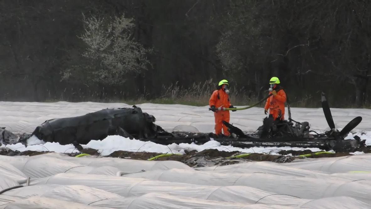 Alemania: Policía y bomberos en la escena del mortal accidente aéreo cerca de Frankfurt